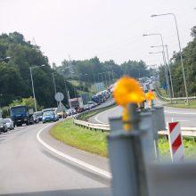 Darbininkai grįžta remontuoti tilto: vėl laukia automobilių spūstys?
