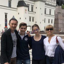 Į tėvų gimtinę sugrįžta ne vien atostogauti