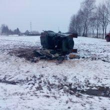 Alytaus rajone apvirto kariuomenės automobilis, yra sužalotų