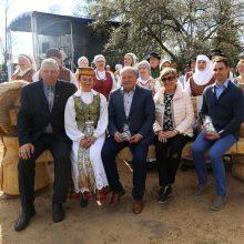 Šeši ąžuolo suolai paskelbė Karmėlavos parko startą