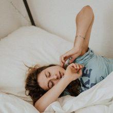 Foninis triukšmas naktį – naudingas miegui?