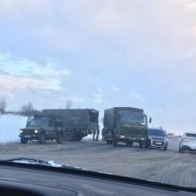 Ant viaduko kariai pateko į avariją