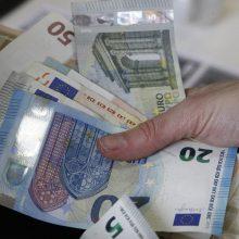 Pareigūnu apsimetęs sukčius iš senolės išviliojo 8 tūkst. eurų