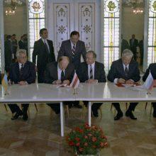 Sugriovė: 1991 m. gruodžio 9 d. Belovežo girioje buvo pasirašytas dar vienas svarbus istorinis dokumentas – vadinamoji Belovežo sutartis, kuria faktiškai buvo sugriauta Sovietų Sąjunga.