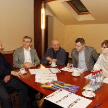 Komisija: S.Šileris, R.Cibauskas, S.Jokužys, T.Juočys ir J.Tulabienė buvo vieningi siūlydami savo kandidatę.
