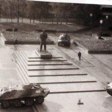 Sargyba: šarvuočiai prie V.Lenino paminklo Klaipėdoje buvo pastatyti netrukus po nepriklausomybės paskelbimo, jie čia stovėjo ir per 1991-ųjų sausio įvykius.