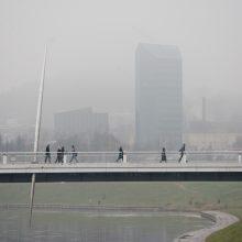 Vilniuje nuo Baltojo tilto norėjo nušokti žmogus