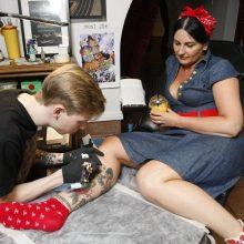 Tatuiruočių mėgėjai sergančius vaikus parėmė solidžia suma