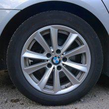 Daugiabučio kieme pavogtas brangus BMW