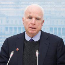 JAV senatorius J. McCainas dėkoja už paramą ir sako greitai pasveiksiąs