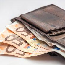 Atsiskaitymus grynaisiais keičia banko kortelės