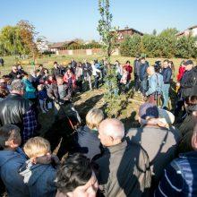 Neeilinė šventė Garliavoje: baigtas sodinti Šimtmečio parkas