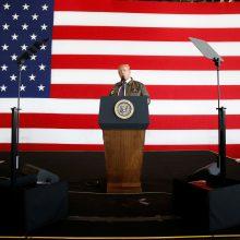 Metai nuo D. Trumpo prezidentavimo pradžios: rėmėjų mažėja, įtampų kyla