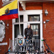 Nauji dokumentai patvirtina Ekvadoro planus perkelti J. Assange'ą į Rusiją