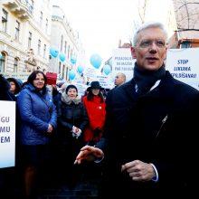 Latvijos mokytojai mitinge Rygoje reikalauja didinti algas