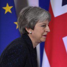 """""""Brexit"""" atidėjimas: Th. May vėl bandys įtikinti užsispyrusius parlamentarus"""