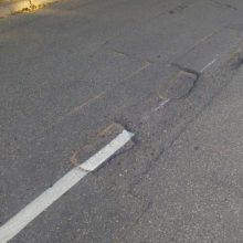Kauniečiai stebisi: ženklinamos gatvių duobės