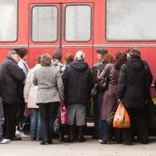 Autobusas į miestą važiuoja retai: dirbtų, bet pėsčiomis nevaikščios