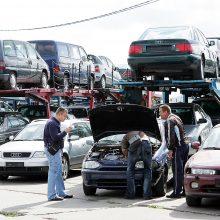 Į Kauno automobilių turgų plūsta ukrainiečiai