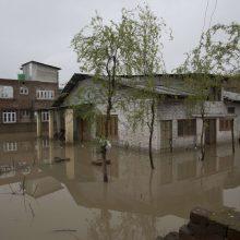 Per staigius potvynius Irane žuvo mažiausiai 35 žmonės