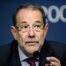 Buvęs NATO vadovas J. Solana dėl kelionės į Iraną nebuvo įleistas į JAV