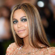 """Beyonce ves labdaringą televizijos programą """"Harvey"""" aukoms paremti"""