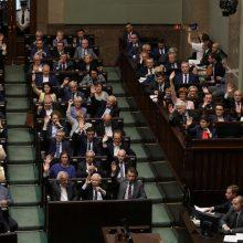 Lenkijos Seimas atšaukė ginčijamą Aukščiausiojo Teismo reformą