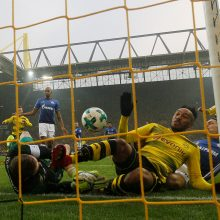 """Neįtikėtina drama: """"Schalke 04"""" Dortmunde panaikino keturių įvarčių deficitą"""