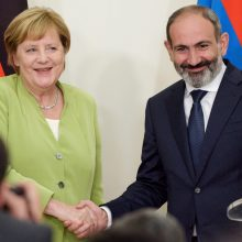 A. Merkel ragina taikiai išspręsti ginčą dėl Kalnų Karabacho