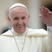 Argentiniečiai ieško atsakymo į klausimą, kodėl popiežius negrįžta namo