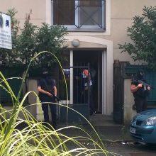 Po atakos automobiliu Prancūzijos policija krato vieną Paryžiaus pastatą