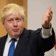 """B. Johnsonas toliau atakuoja Th. May, partijoje augant įtampai dėl """"Brexit"""""""