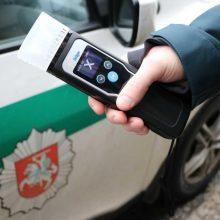Du kartus neblaiviam vairavusiam Telšių rajono gyventojui skirtas areštas
