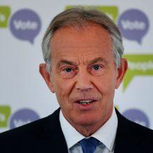 """T. Blairas: Th. May turėtų leisti surengti antrą referendumą dėl """"Brexit"""""""
