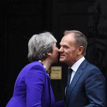 """D. Tuskas: ES nori padėti Th. May gauti parlamento pritarimą """"Brexit"""" susitarimui"""