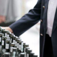 Prekybos alkoholiu ribojimai verčia parduotuves trumpinti darbo laiką
