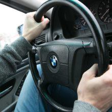 Kai kurie vairuotojai lenkimo metu gadina savo variklį: kaip tai vyksta