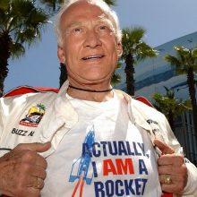 JAV astronautas B. Aldrinas kelia bylą vaikams ir kaltina juos jo pinigų išeikvojimu