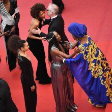 Juodaodės aktorės nepaisydamos lietaus surengė protestą Kanuose