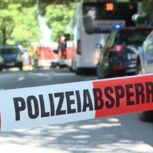 Vokietijoje vyras autobuse peiliu puolė žmones, esama sužeistų