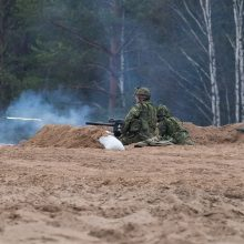 """Pratybas """"Medžiotojas"""" stebėjo krašto apsaugos ministras ir kariuomenės vadas"""