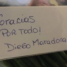 D. Maradona nusiuntė rožių puokštę kadenciją baigiančiai Argentinos prezidentei