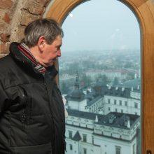 Daugis su kitais savanoriais pro šiuos bokšto arkinius langus akylai stebėjo, kas dedasi Vilniuje.