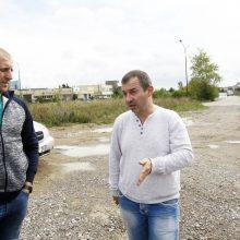 Valdžia: A.Laurinaitis <span style=color:red;>(kairėje)</span> ir A.Agromovas tikino, kad tuo metu, kai Svajonės  gatvę reikėjo remontuoti, asfaltui tiesti pinigus dėjo dešimtys verslininkų.