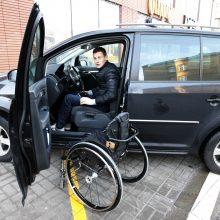 Nepriklausomybė: V.Kinčius nejaučia judėjimo laisvės stygiaus, vyras vairuoja jau penktą automobilį, pritaikytą neįgaliesiems.