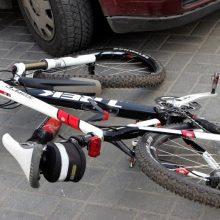 Tragiškas penktadienio vakaras: mirtinai sužaloti trys pėstieji ir dviratininkė