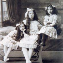 Šį kartą A. Vasiljevo parodoje – vaikiški drabužiai ir aksesuarai