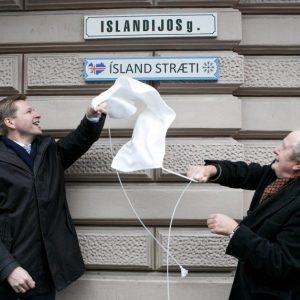 Vilniuje Islandijos gatvėje atidengtas užrašas islandų kalba