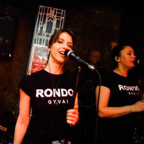 """Į """"Rondo"""" diskoteką netilpo visi norintys  ©  I. Jonelytės nuotr."""