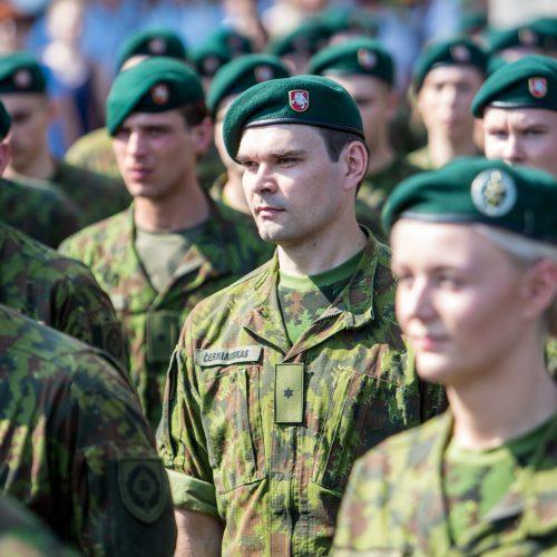 Istorinės Prezidentūros kiemelyje prisiekė leitenantai  © Vilmanto Raupelio nuotr.